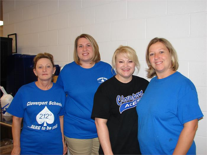 Cafeteria Staff Donna Smith, Lisa Simmons, Kristy Hook, and Doris Norwood